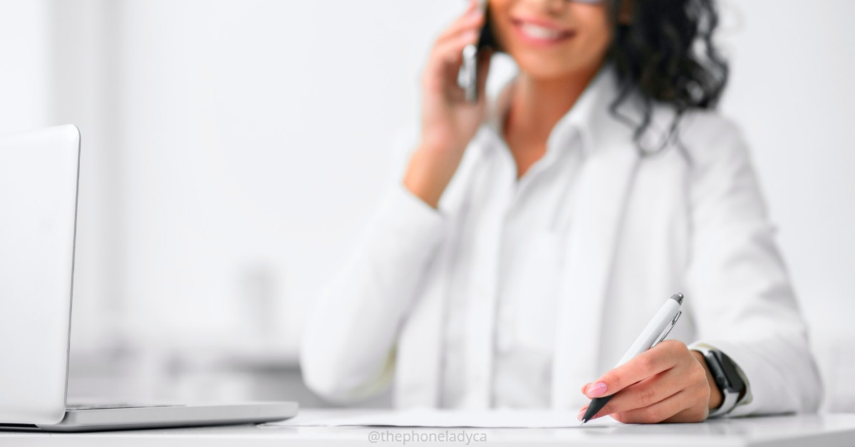 woman in phone call at desk
